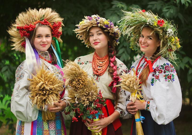 Ukranskiy-vinok-prikrasa-chi-oberig