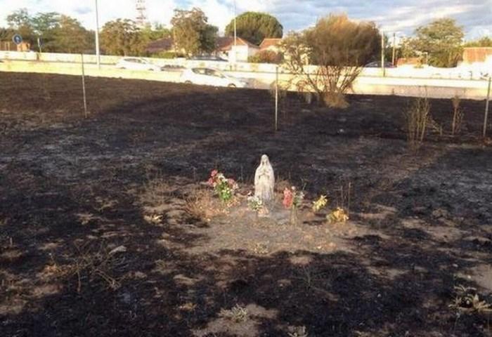Диво в Іспанії: пожежа не зачепила Лурдську Богородицю